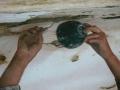 Injection de coulis de chaux entre la couche picturale et le mur